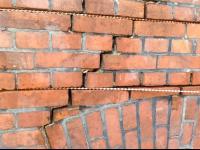 Zszywanie pęknięć na murach Festmur